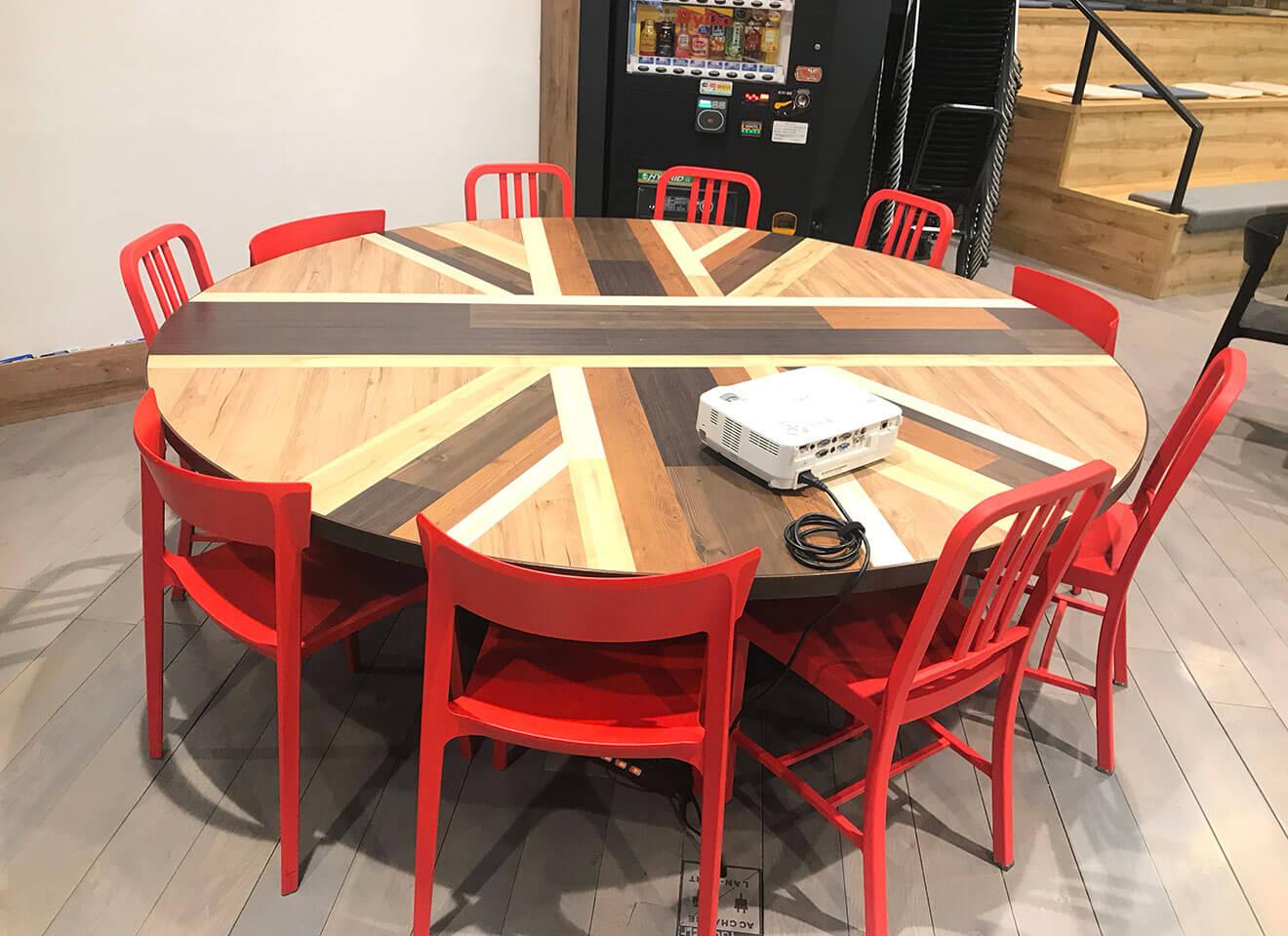 丸テーブル 移動可能です